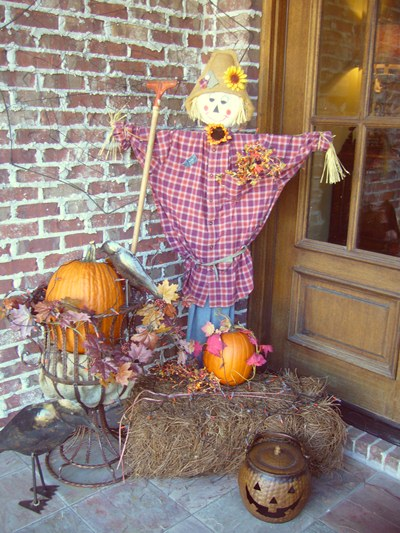 Stoop decorated for fall