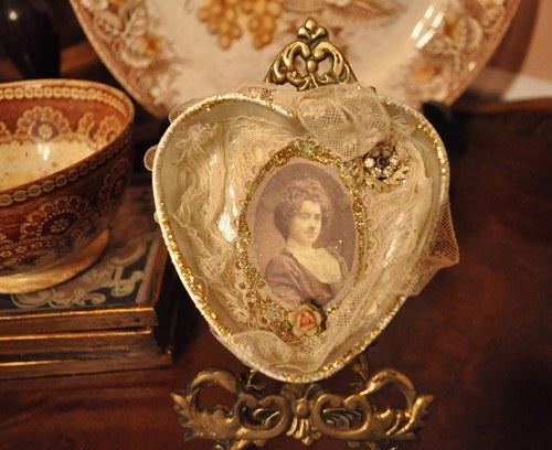 Heart Mold Valentine Decoration