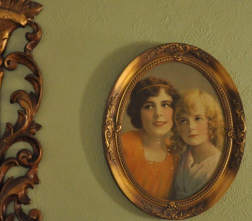 A new collection? Decorating with vintage pictures of sisters