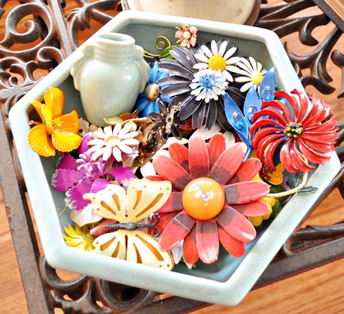 Bowl of flower pins