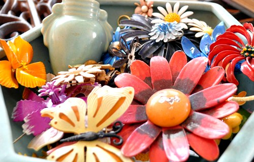 Bowl of flower brooches