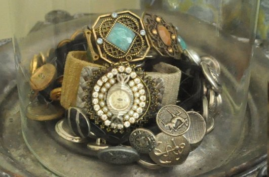 How to store cuff bracelets