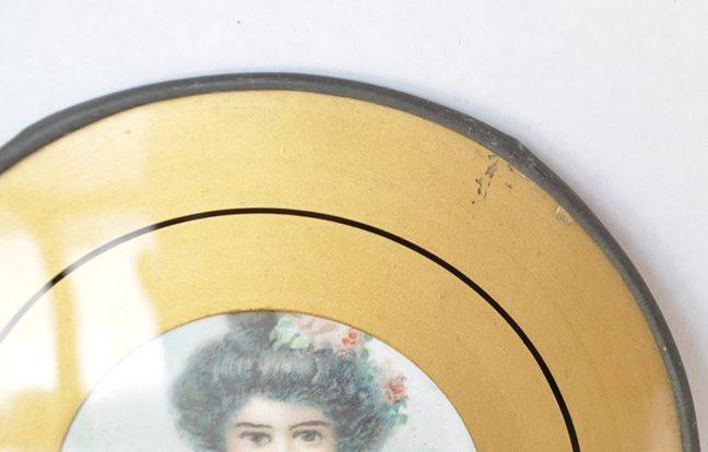 Vintage flue cover