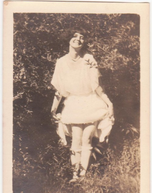 Risque antique photo of young girl showing her legs