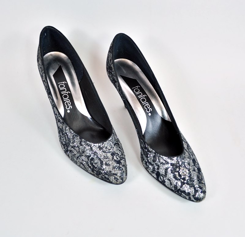 Vintage Size 8N Shoes – Silver and Black Lace Party Pumps – Never Worn