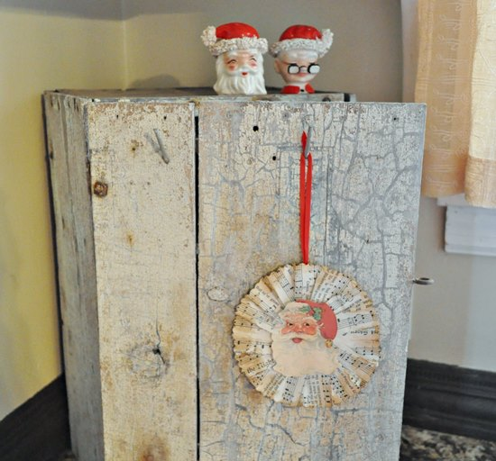 Christmas decorating with a chippy, shabby box