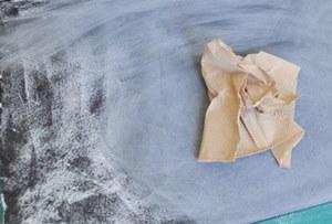Seasoning black foam board like a chalkboard