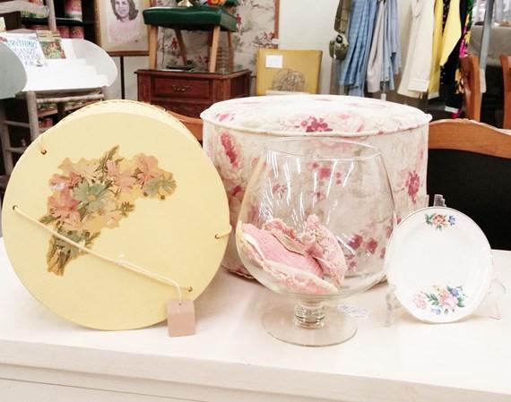 Arranging floral items