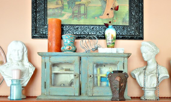 Living room mantle arrangement
