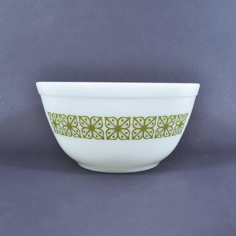 Vintage Pyrex Mixing Bowl – 7″ – Green Square Flowers Verde – 1-1/2 Qt.