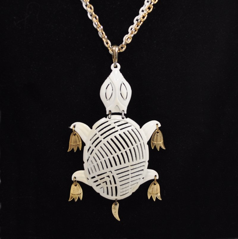 White and Gold Vintage Turtle Necklace – 1970's – Alan
