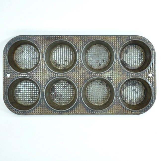 Vintage muffin tin to use with those great, Pinterest muffin tin crafts!