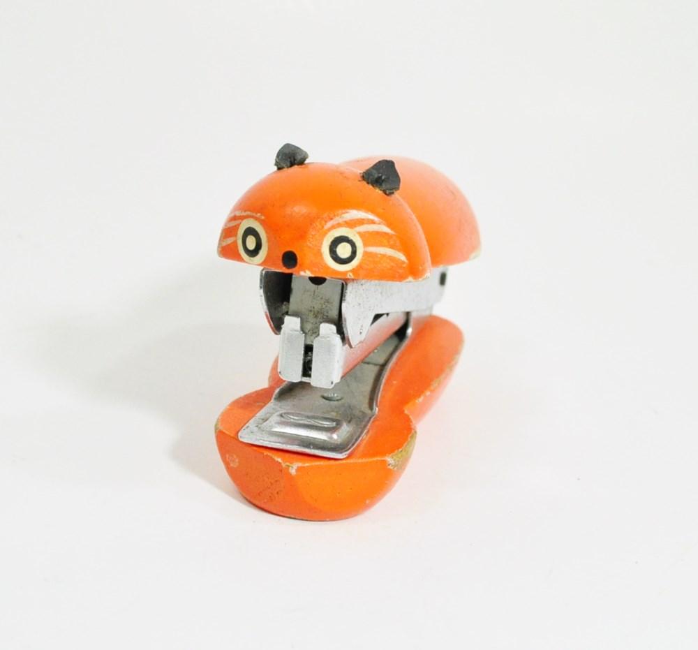 Cat stapler