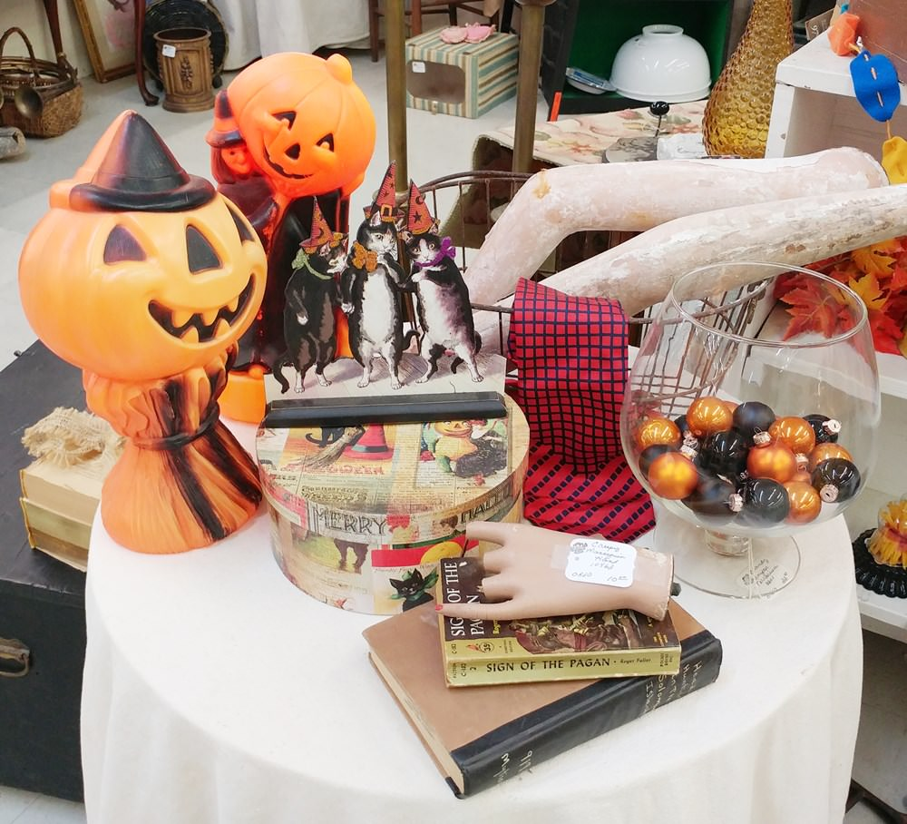 Halloween table in the booth 2017