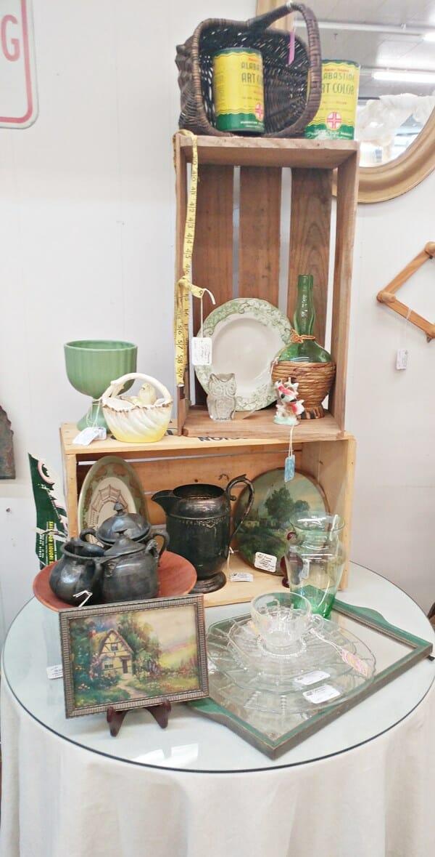 Antique booth arrangement
