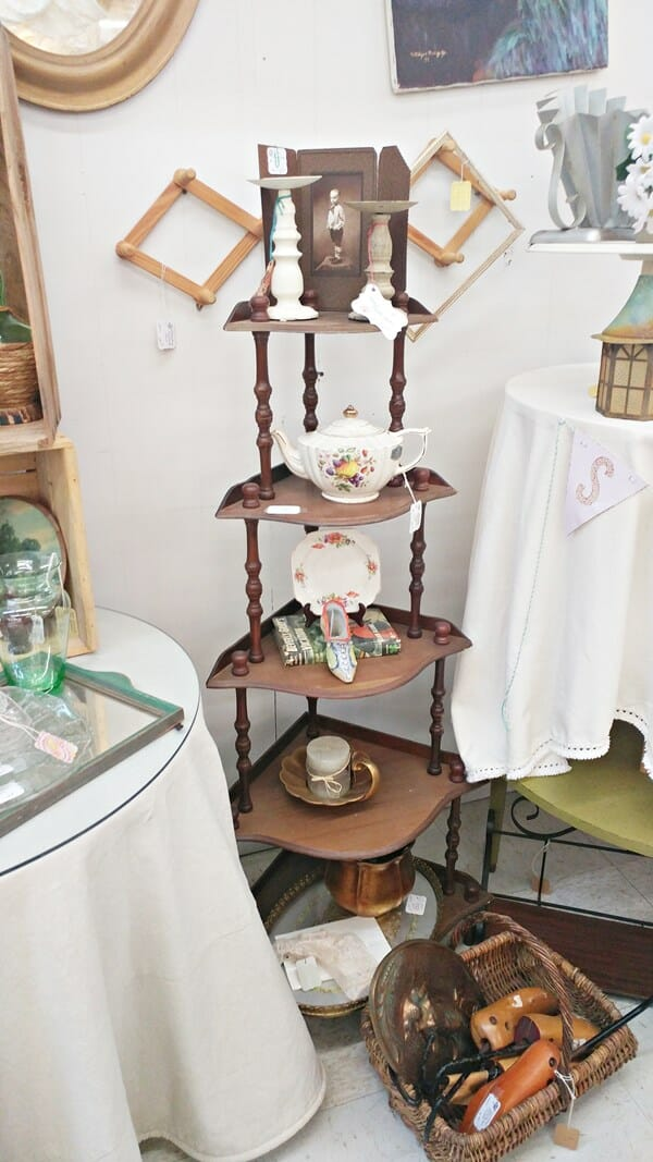 Corner shelves with booth items