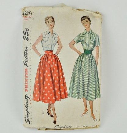 "Vintage Simplicity 3200. Blouse and full skirt. 30"" bust."