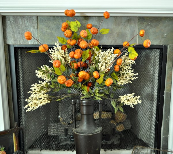 Fall arrangement in the fireplace