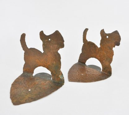 Picture of back of hammered copper Scottie dog bookends